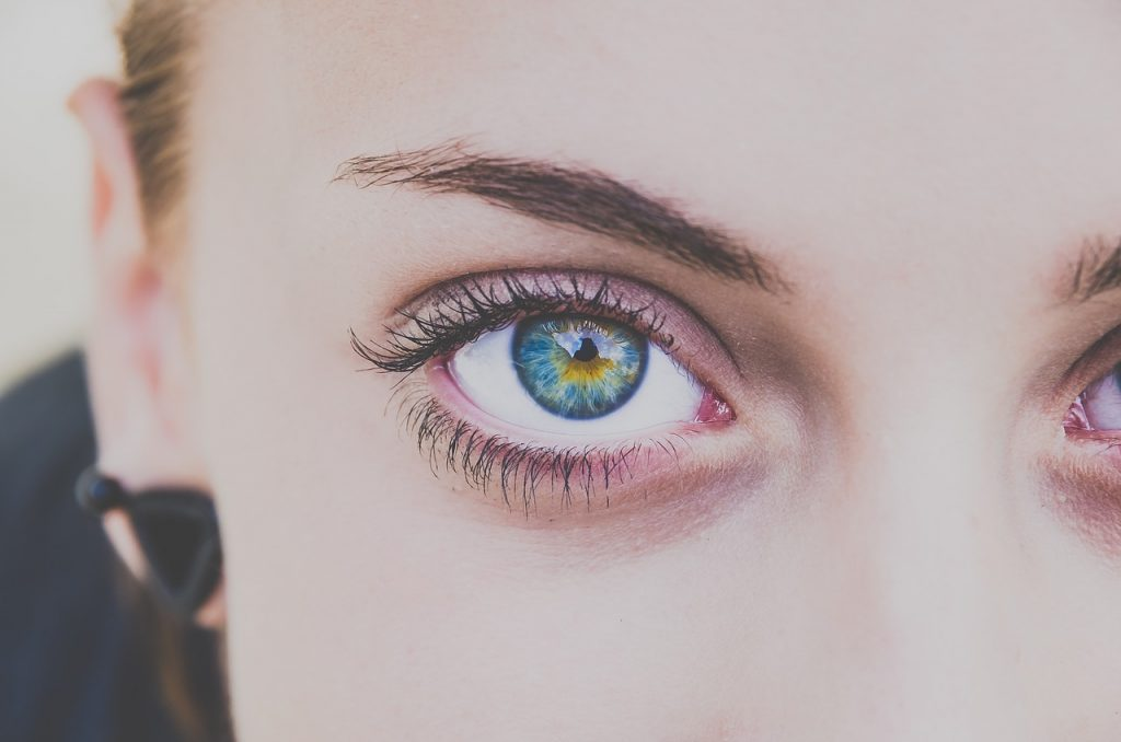 woman attractive eyes